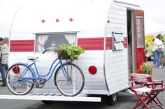 Ah, the art of glamping. Combining chic ideas with the outdoors, glamping is a way to have fun and be comfortable. Not quite camping yet not quite a s. Old Campers, Vintage Campers Trailers, Retro Campers, Vintage Caravans, Camper Trailers, Happy Campers, Vintage Motorhome, Casita Trailer, Airstream Campers