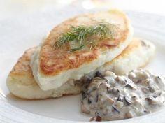 Еще больше рецептов здесь https://plus.google.com/116534260894270112373/posts  Картофельные котлеты с грибным соусом  Картошка и грибы – это великолепное сочетание,а если сделать еще такое  блюдо как картофельные котлеты с грибным соусом,то вообще пальчики оближешь. Приготовьте это блюдо и сами убедитесь в его потрясающем вкусе.  Ингредиенты:  Для котлет:  ● 1 кг. картофеля; ● 2 желтка; ● 2 ст.л. муки; ● соль, перец; ● сливочное масло; ● панировочные сухари; ● кунжут; ● мускатный орех; ●…