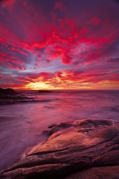 Heaven can not wait by Esteve Garriga on Sunset Lover, Sunset Sky, Beautiful Sky, Beautiful Scenery, Simply Beautiful, Beautiful Places, Great Pictures, Beautiful Pictures, Sunset Images