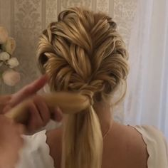 Haar-Tutorial - New Site Messy Bob Hairstyles, Formal Hairstyles, Wedding Hairstyles, Hairstyles Videos, Medium Hair Styles, Curly Hair Styles, Easy Hairstyle Video, Bridesmaid Hair, Prom Hair