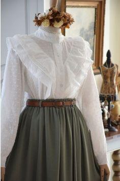 Old Fashion Dresses, Old Dresses, Vintage Style Dresses, Vintage Outfits, Vintage Fashion, Muslim Fashion, Hijab Fashion, Fashion Outfits, Pretty Outfits