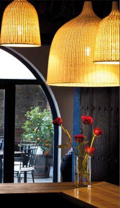 Restaurant Compartir (Cadaqués • Alt Emporda). Emplaçat en una antiga casa a Cadaqués, aquest restaurant ofereix una cuina tradicional, amb referències a la cuina catalana i empordanesa, però amb influències d'arreu del món. Encapçalat pels tres últims caps de cuina d'El Bulli, Oriol Castro, Eduard Xatruch i Mateu Casañas. TopGirona nº45