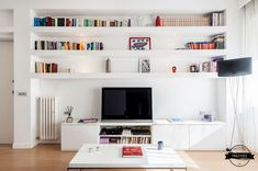 88 veces he visto estas grandes muebles minimalistas. Home Design Living Room, Living Room Tv, Home And Living, Style At Home, Apartment Makeover, Minimalist Home Decor, Living Room Inspiration, Cool Furniture, Decorating Your Home