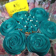 Bouquet de cupcake de baunilha com ganache de chocolate branco. Ótima sugestão para presentear no dia da Secretaria 30/09.