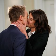 Robin and Barney - movie actors pictures How I Met Your Mother, Maria Hill, Entertainment Weekly, Dating Your Best Friend, Best Friends, Barney Y Robin, Robin Scherbatsky, Interview, Animal Jokes