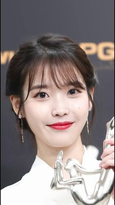 Best KPop Solo Artist| Love IU | I Love KPop IU | #BestKpopFemaleArtists#Top10KPopFemaleSingers #PrettyKPopGrils #BeautifulKpooGirls #LovelyKoreanStars #KPop #IU Korean Bangs Hairstyle, Hairstyles With Bangs, Kpop Girl Groups, Kpop Girls, Iu Hair, Luna Fashion, Ulzzang Hair, Pretty Korean Girls, Formal Makeup