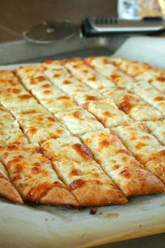 Cheesy Garlic Bread Sticks, just like the restaurants make! - Click image to find more Food & Drink Pinterest pins