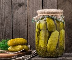13 Probiotic Foods to Add to Your Diet - Facty Health Pickle Juice Benefits, Kosher Dill Pickles, Canning Process, Yellow Mustard Seeds, Probiotic Foods, Pickling Cucumbers, Fresh Garlic, Cata, Preserving Food