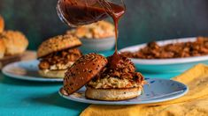 Recipe of the Day: Slow-Cooker Pulled Pork  Save the recipe 👍 Pork Recipes, Crockpot Recipes, Slow Cooker Recipes, Sandwich Recipes, Dutch Recipes, Yummy Recipes, Vegan Recipes, Dinner Recipes, 5 Ingredient Dinners