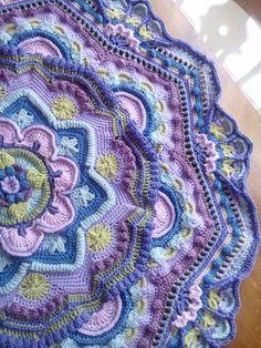 Ideas For Crochet Mandala Afghan Colour Motif Mandala Crochet, Crochet Motifs, Granny Square Crochet Pattern, Crochet Flower Patterns, Crochet Squares, Crochet Stitches, Knitting Patterns, Mandala Blanket, Mandala Rug
