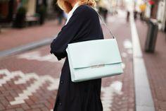 c785003d302 21 images de Sacs qui font envie | Beige tote bags, Fashion handbags ...