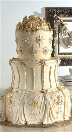 Gorgeous In Gold wedding cake – Wedding Cakes With Cupcakes Extravagant Wedding Cakes, Fancy Wedding Cakes, Luxury Wedding Cake, Amazing Wedding Cakes, Wedding Cakes With Cupcakes, Wedding Cake Designs, Fancy Cakes, Purple Wedding, Lace Wedding