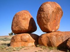 Karlu Karlu / Devils Marbles Conservation Reserve, 100 km near Tennant Creek, Northern Territory, Australia. Beautiful World, Beautiful Places, Conservation, Travel Around The World, Around The Worlds, In Natura, Rock Formations, Australia Travel, Beautiful Landscapes
