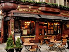 The Wellington Pub, London - outdoor seating Brasserie Paris, Outdoor Cafe, Outdoor Decor, Outdoor Seating, Café Exterior, Places To Travel, Places To Go, Weather Nice, Deco Restaurant