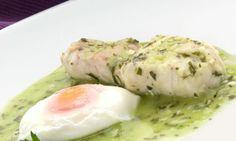 Carlos Arguiñano. Merluza en salsa verde con un huevo escalfado.