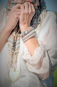 Camisas de seda y accesorios con detalles étnicos. Dos imprescindibles de la nueva colección de Florencia ✨ #accesorios #complementos #etnicos #detalles #pulseras #collares #camisas #spring #summer #primavera #verano #newcollection #nuevacoleccion #newin #outfit #look #bestoutfit #modaflorencia #florenciashop #florencia #trendy #tendencias #style #estilo
