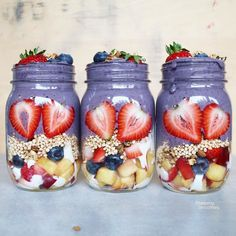 Hi smoothie friends! What did you blend today?  I made these fruity vanilla chai jars by using yummy superfood protein from @ora.organic  Yikes one more busy week ahead and after that I'm on summer holidays until mid August! Do you have travel plans for summer? I have planned a lot of swimming in arctic rivers and lakes and we're heading back to Senja this summer as can't stop thinking about it. It's a magical place! Have you been there?  Fruity vanilla chai jars: -Fresh fruits and berries…