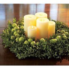 Christmas table centerpiece- LOVE!