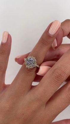 Wedding Rings Vintage, Vintage Engagement Rings, Diamond Engagement Rings, Large Wedding Rings, Best Diamond Rings, Round Cut Diamond Rings, Celebrity Engagement Rings, Diamond Wedding Bands, Vintage Rings