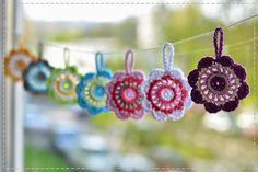 bandorka: Jarní barevné kytičky Crochet Earrings, Flowers, Royal Icing Flowers, Flower, Florals, Floral, Blossoms
