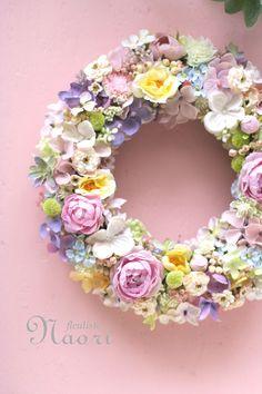 スプリングパステル ローズのリース Pastel color wreath Corona Floral, Wreath Crafts, Summer Flowers, Summer Wreath, How To Make Wreaths, Pastel Colors, Flower Art, Paper Flowers, Floral Arrangements