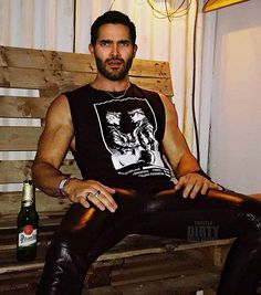 Teen Wolf Boys, Teen Wolf Cast, Sterek, Leather Fashion, Mens Fashion, Young Cute Boys, Tyler Hoechlin, Leather Jeans, Hot Actors