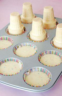 Ice Cream Cone Cupcakes These Ice Cream Cone Cupcakes look SO COOL!You can find ice cream cone cupcakes and more on our website.Ice Cream Cone Cupcakes These Ice Cream Cone Cupcakes look SO COOL! Cônes Cupcake, Cupcake Cones, Cupcake Ideas, Icecream Cone Cupcakes, Ladybug Cupcakes, Kitty Cupcakes, Ice Cream Cupcakes, Snowman Cupcakes, Holiday Cupcakes