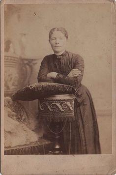 Cabinet Photo Victorian Lady Dress Fashion - London Studio 1890s