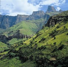 South Africa's Drakensberg Mountains in pictures Paises Da Africa, Out Of Africa, Places To Travel, Places To See, South Afrika, Kwazulu Natal, Wale, Wanderlust, Machu Picchu