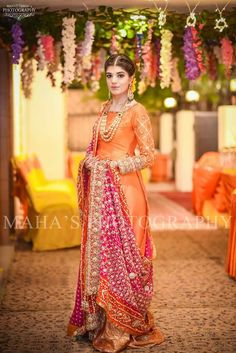 50 Ideas For Indian Bridal Hairstyles With Dupatta Color Combos Shadi Dresses, Pakistani Formal Dresses, Pakistani Wedding Outfits, Pakistani Bridal, Bridal Outfits, Bridal Lehenga, Indian Bridal, Indian Dresses, Indian Outfits