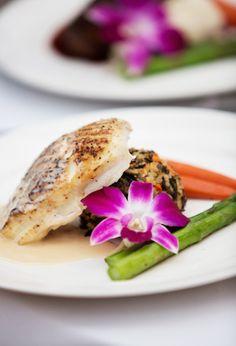 The Vault: Curated & Refined Wedding Inspiration - Style Me Pretty Wedding Catering, Wedding Menu, Wedding Ideas, Wedding Entrees, Wedding Food Stations, Food Presentation, California Wedding, Salmon Burgers, Love Food