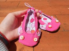 Zlippers - Toddler Pink and ballon slippers, size 23 via Etsy