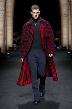#Farbbberatung #Stilberatung #Farbenreich mit www.farben-reich.com Look 3 - Versace Men's Fall Winter 2017 Show