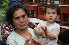 Oezbeekse vrouw en haar zoontje.