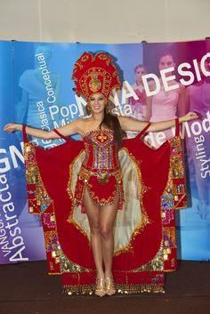 Traje Alegorico  Diseñadora: Elisa Antay
