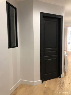 Black Doors – – - New Deko Sites Interior Door Styles, Painted Interior Doors, Country Interior Design, Black Interior Doors, Black Doors, Interior Trim, Country Interiors, Farmhouse Interior, Farmhouse Style