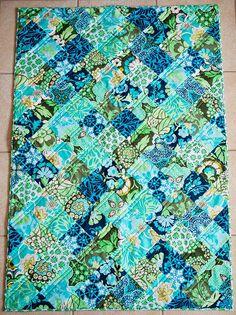 Daisy Chain Checkerboard Quilt   30 x 44.5