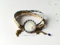 """Bracelet bronze cabochon """"Lune argentée"""" - liberty bleu et beige : Bracelet par manegefantome"""