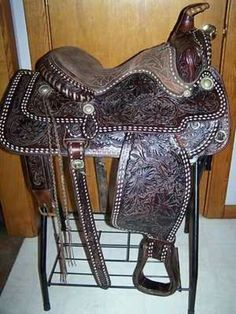 Buckstitch Saddle