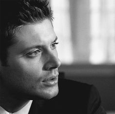 GIF, Jensen Ackles <3 so if you are anything like me watching this gif you will instantly smile haha. Those eyes. Gah. Dead. So dead.