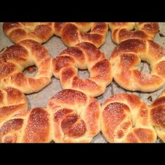Norwegian Food, Norwegian Recipes, Bread N Butter, Bread Baking, Bagel, Doughnut, Cake Recipes, Food And Drink, Rolls