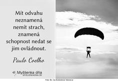 Mít odvahu neznamená nemít strach, znamená schopnost nedat se jim ovládnout. Paulo Coelho