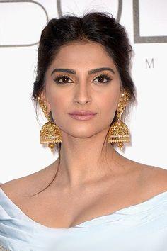 Sonam_Kapoor_Cannes_2016_ear_cuff