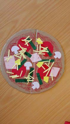 Pizza knutselen. Wat vind jij lekker op je pizza? Leuk te combineren met het liedje: 'Ik ben een pizzabakker' (zingzo.nl) Food For Thought, Food Art, Art For Kids, Lego, Holiday Decor, Drawings, Crafts, Pizza, Activities
