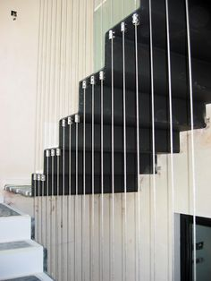 escalera metalica con cables de acero.