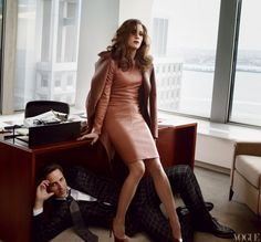 Comedian Kristen Wiig (w/ Seth Meyers) lookin' sharp and takin' names in her buttery caramel leather dress. @vogue
