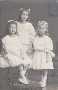 Wurtemberg Girls .  They re daughters ofAlbrecht , duke of Wurtemberg and Archduke Franz Ferdinand´s sister Margarethe Sophie  Names :Marie Amalie, Marie Theresia and Margarethe Marie.