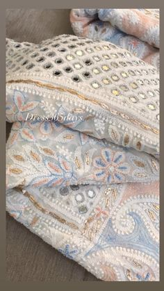 Indian Embroidery Designs, Zardozi Embroidery, Floral Embroidery Patterns, Embroidery Suits Design, Hand Work Embroidery, Dress Indian Style, Indian Fashion Dresses, Indian Designer Outfits, Girls Fashion Clothes