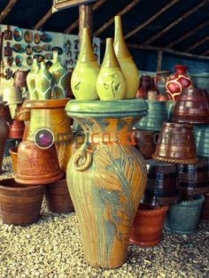 jarrones de barro y yeso construidos en artesania cibaeña