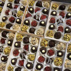 Witerki Vegan Chocolate by Witerki Vegan Chocolate Truffles, Vegan Truffles, Artisan Chocolate, Handmade Chocolates, Vegan Beauty, Personalised Box, Vegan Life, Norway, Raspberry
